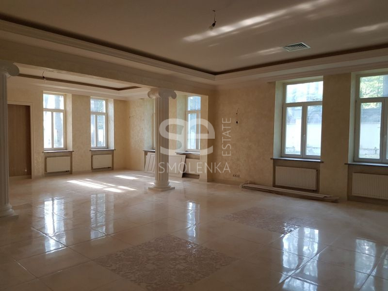 Дом на продажу по адресу Россия, Московская область, Одинцовский р-н, Новодарьино, Лебединое озеро